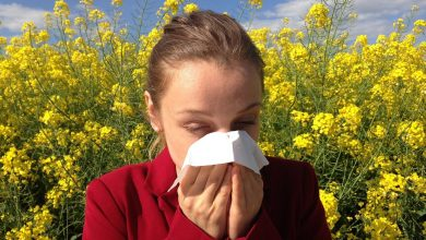 Young-woman-Running-nose-allergy